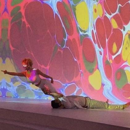 Ebru sanattı ile dans gösterisi
